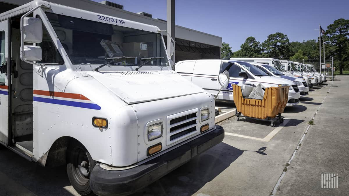 Oshkosh takes victory lap over Postal Service delivery truck contract