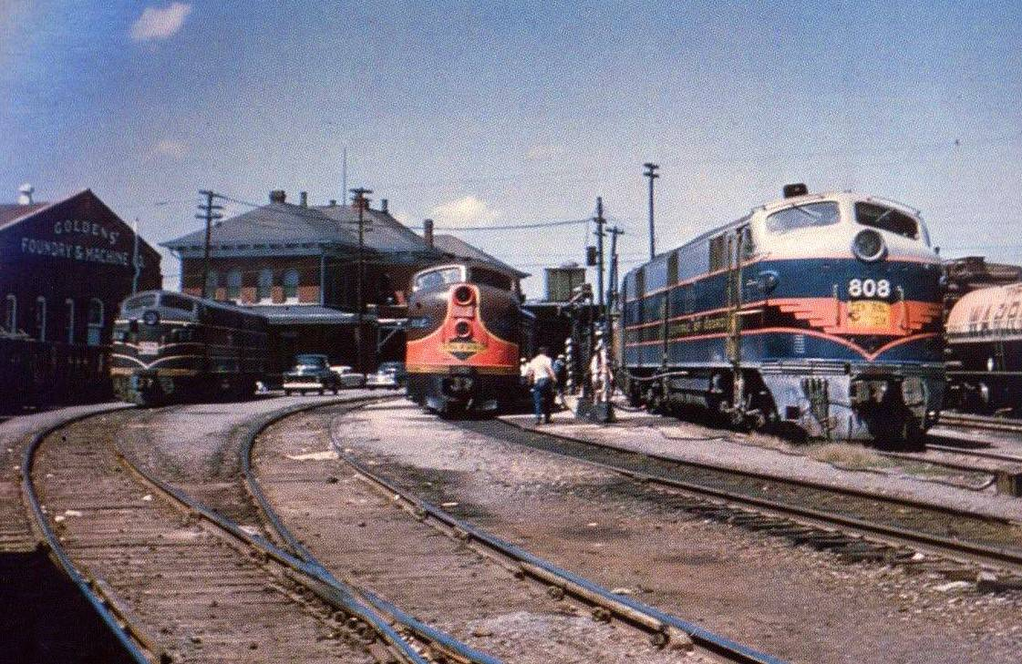 "1950s photograph of tracks at the Columbus, Georgia station. To the right Central of Georgia E7A #808 has the ""Man O' War"" (Columbus - Atlanta) while Illinois Central's ""Seminole"" is on the next track. (Photo: Howard Robins)"