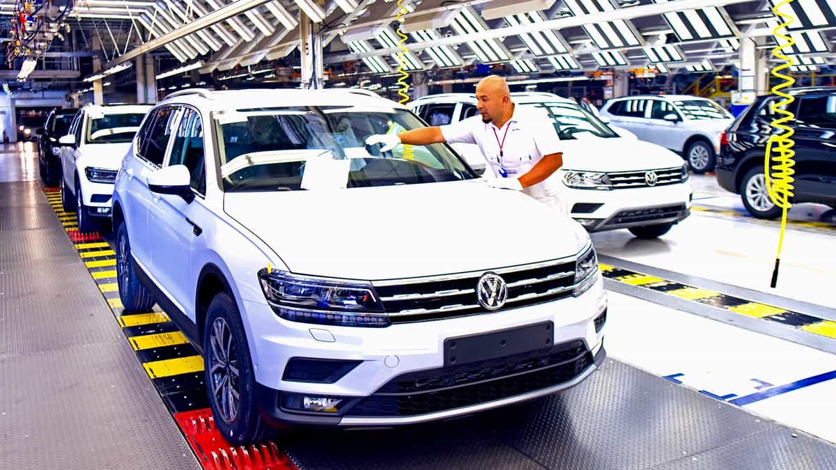 Auto industry faces more work stoppages due to chip shortage