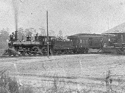 A train runs during rebuilding after the Civil War.  (Photo: New Georgia Encyclopedia)