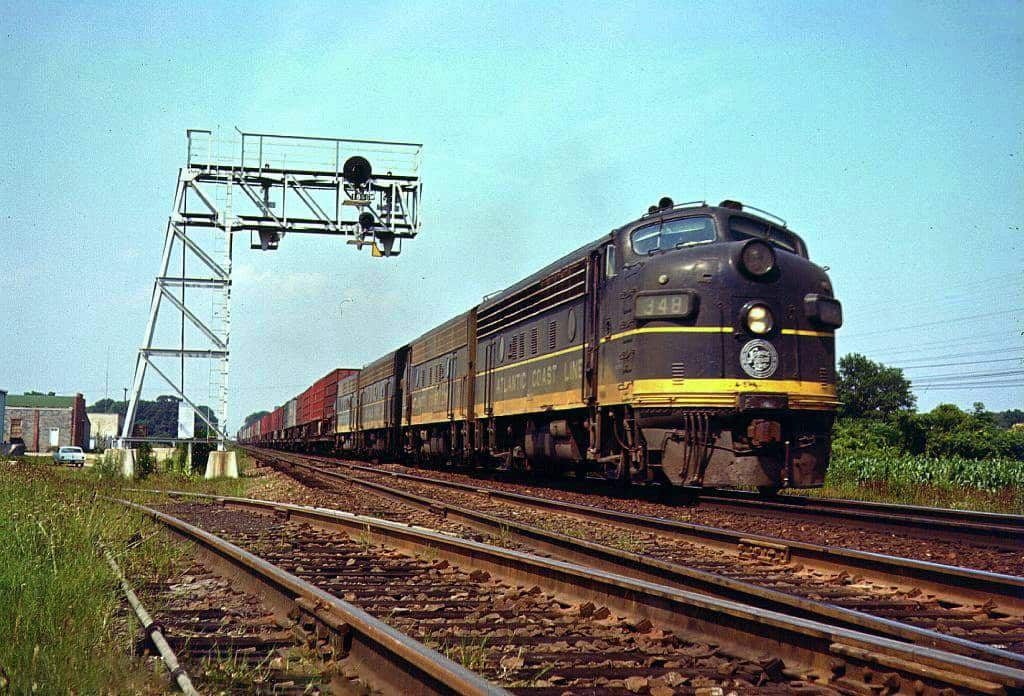An Atlantic Coast Line freight train moving through Dunn, North Carolina on June 20, 1965. (Photo from American-Rails website, taken by Warren Calloway)
