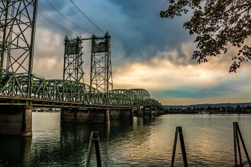 Interstate 5's Interstate Bridge spans the Columbia River and connects Oregon and Washington. (Photo: Cascade Policy Institute)