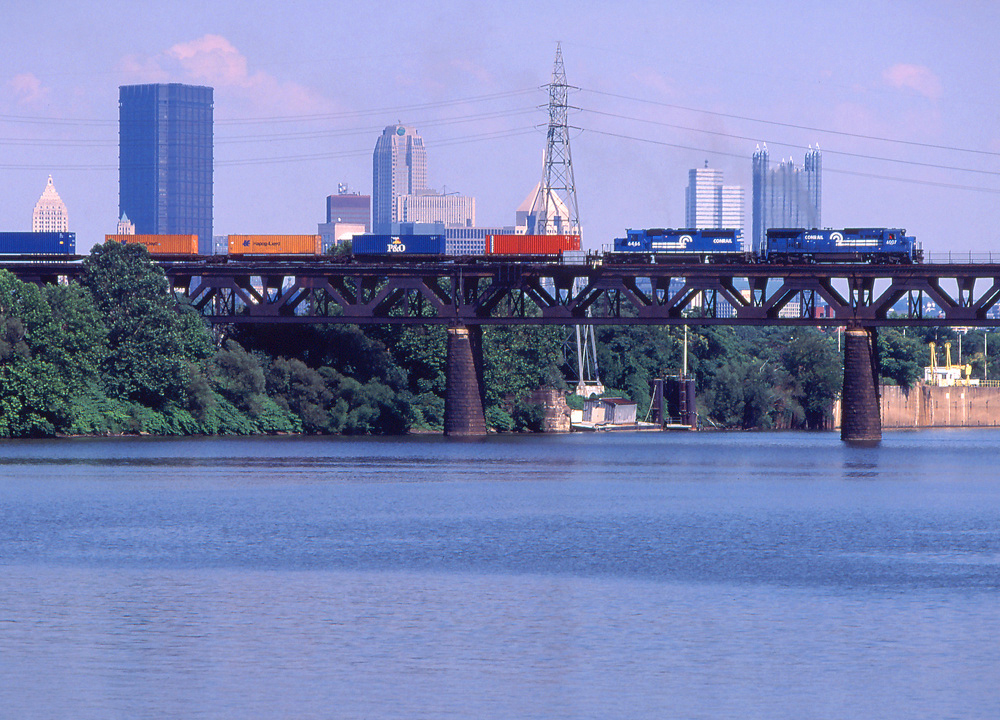 Two Conrail locomotives pull an intermodal freight train over the Ohio River in Pittsburgh in July 1996.  (Photo: American-Rails.org/Wade Massie)