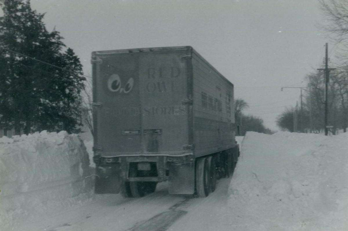 George Beihoffer's Red Owl truck following a 1965 snowstorm. (Photo: @Red Owl Memories/Facebook)