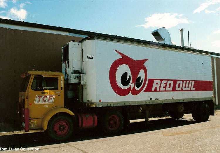 A Red Owl trailer. (Photo: Tom Lulay Collection on Walker Grocery Group website)