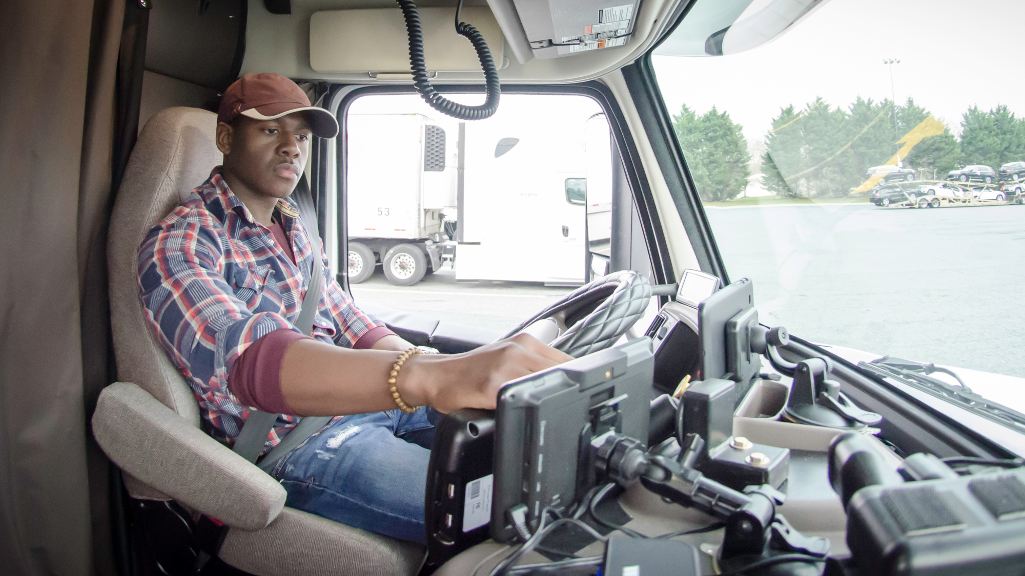 Canada vs. US: ELD mandate differences that could put your fleet in violation