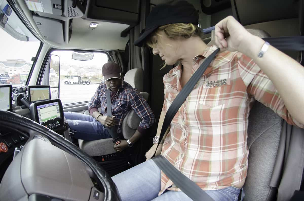 Feds push police to check truck driver seat-belt compliance