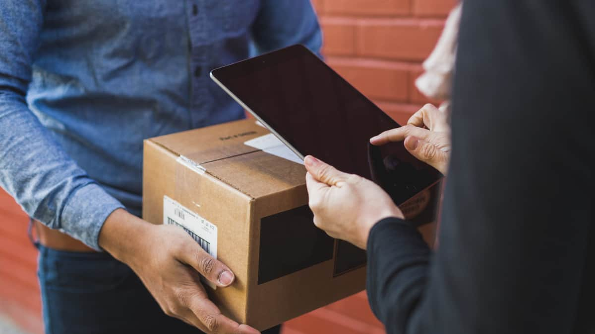 Welcome to Happy Hour: Sendle offers $1 flat shipping rate