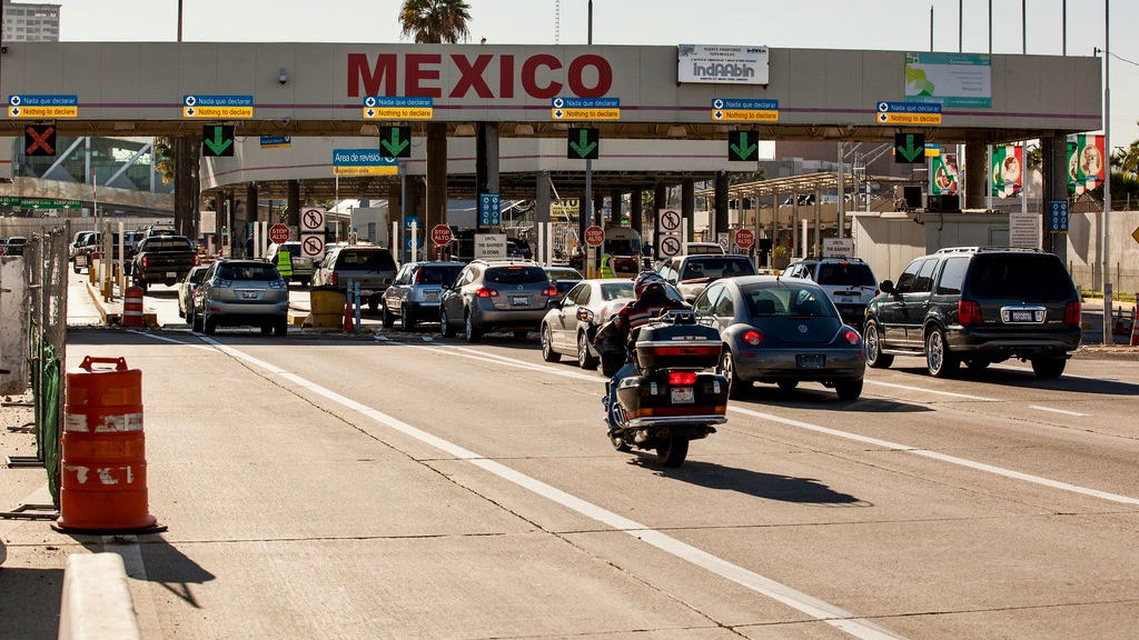 US extends COVID-19 travel restrictions with Mexico and Canada