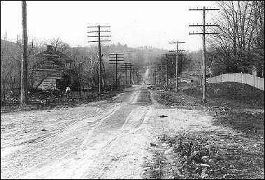 Dirt roads were the norm outside of most cities in the 1910s. (Photo: Federal Highway Administration)