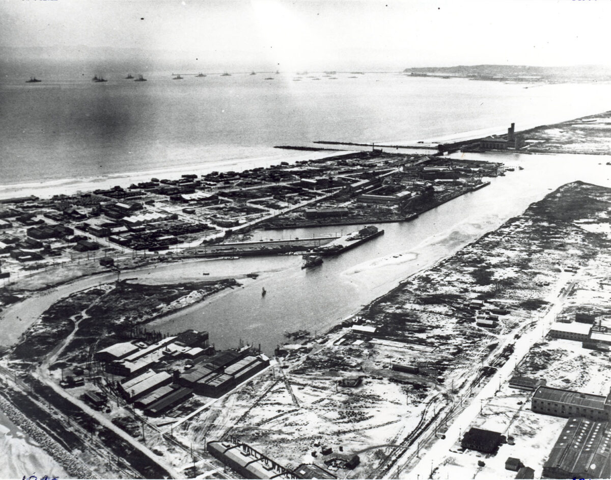 A U.S. Navy fleet is docked off Long Beach circa 1913, near the beginning of the Navy's long history in the community.  (Photo: Port of Long Beach)