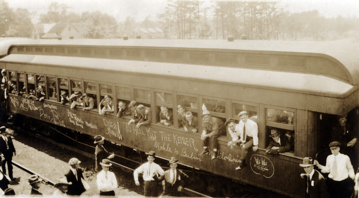 Men heading to training camps during World War I. (Photo: World War I Centennial Commission)