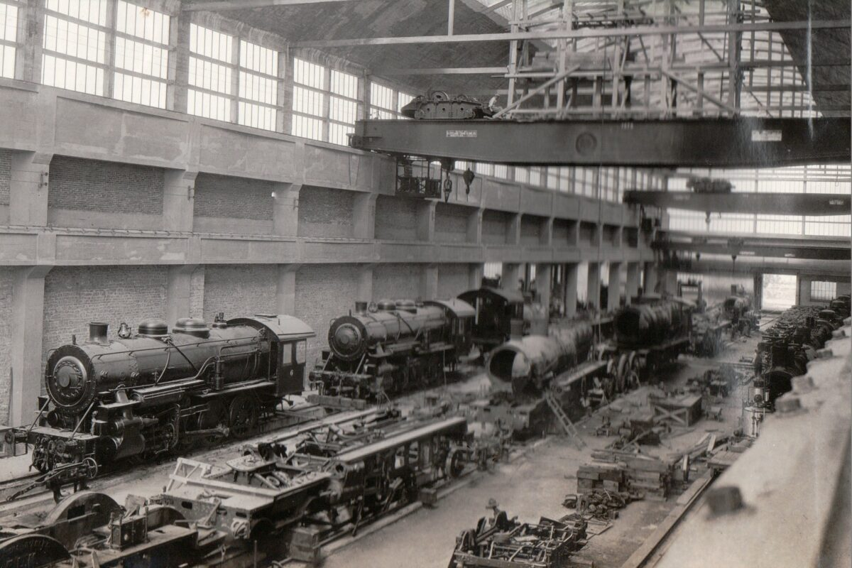Locomotives and railcars full of scrap. (Photo: Army.mil)
