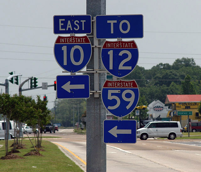 Posted signs point to Interstate 10, Interstate 12 and Interstate 59. (Photo: AARoads.com)