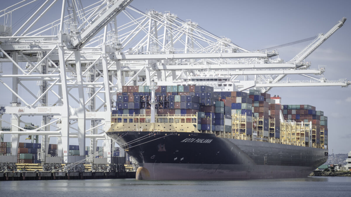 Panama spread hits all-time high as shippers flee to east coast