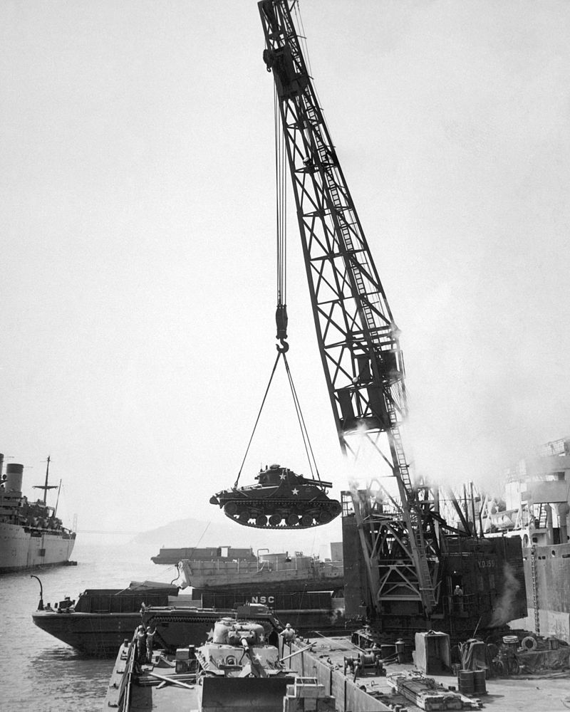 Unloading tanks at the Port of Pusan in 1950. (Photo: U.S. Army)