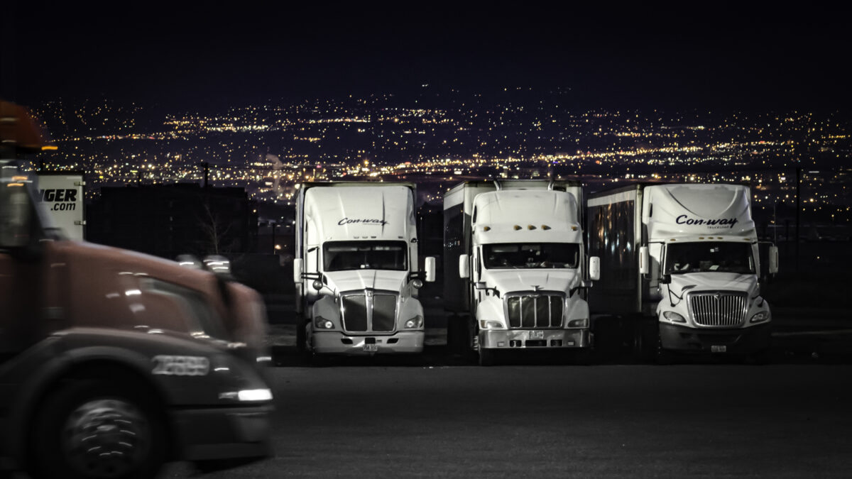 Study calls for national truck-parking standards
