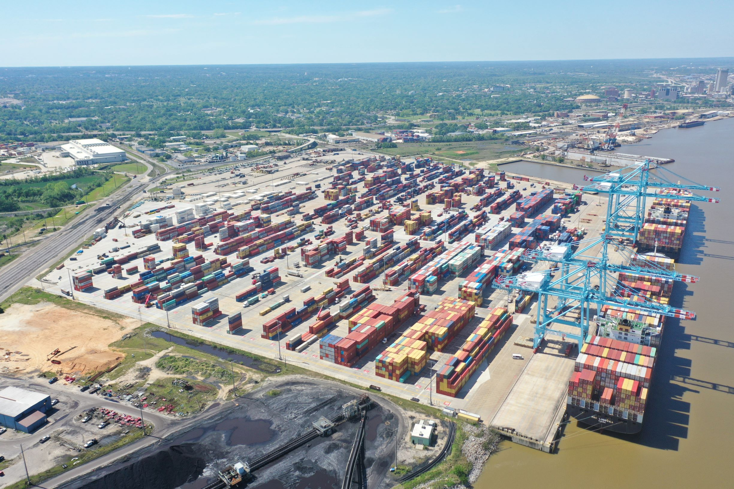 An aerial photograph of the APM Terminals Mobile facility.