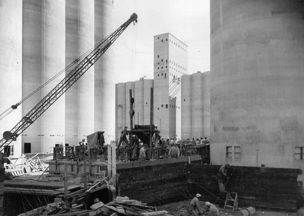 A historical photo from the Port of Chicago's archives. (Photo: Illinois International Port District)