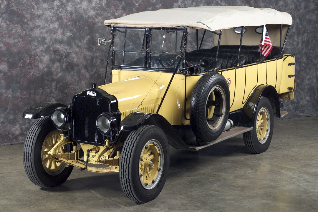 A 1925 White Motor Company touring bus. (Photo: wrhs.org)