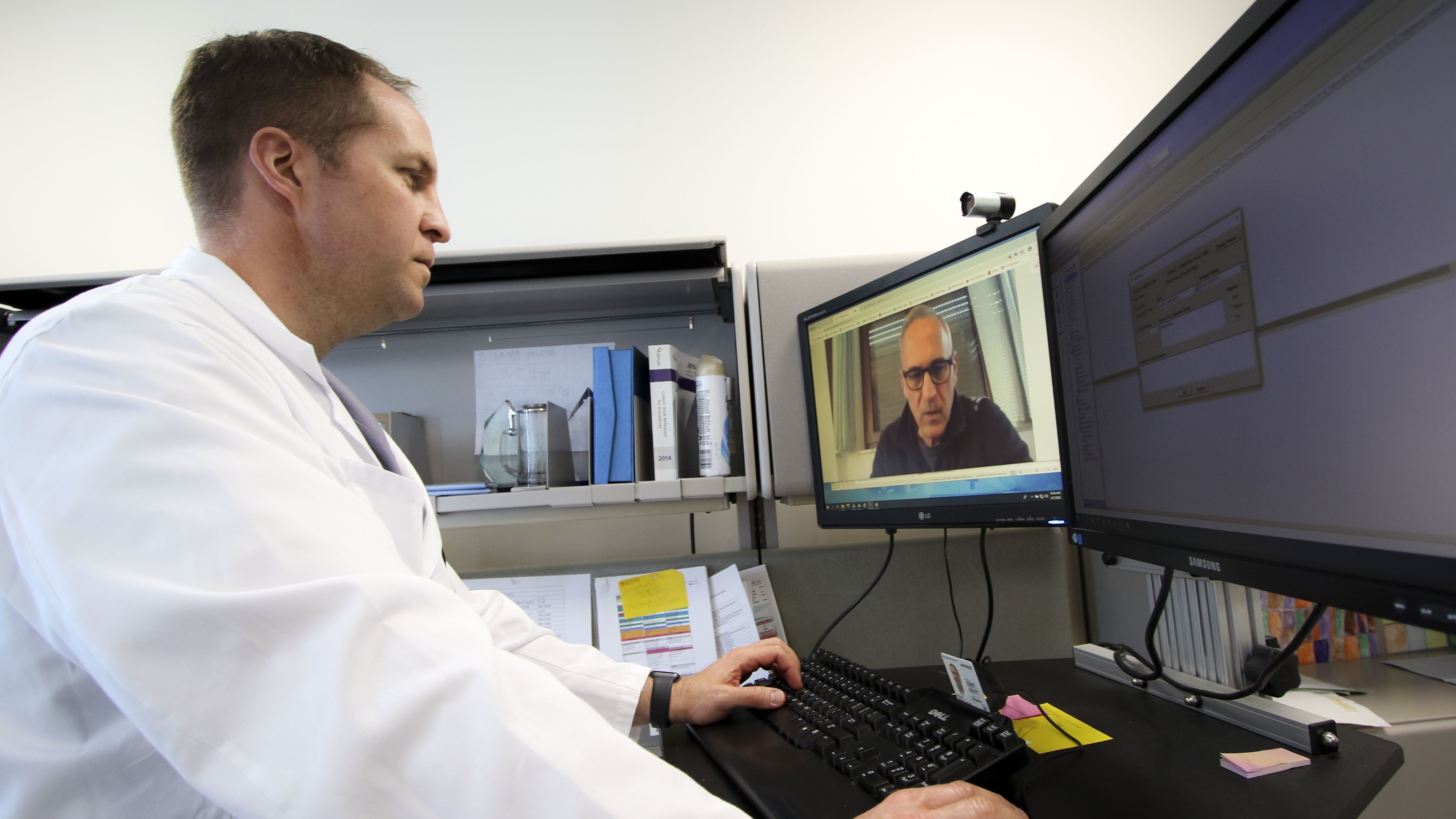 A U.S. Air Force surgeon conducts a virtual health appointment. (Photo: Department of Defense/Marcy Sanchez )