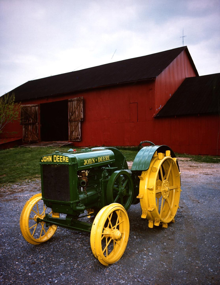 An early diesel-powered John Deere Model D tractor. (Photo: National Museum of American History)