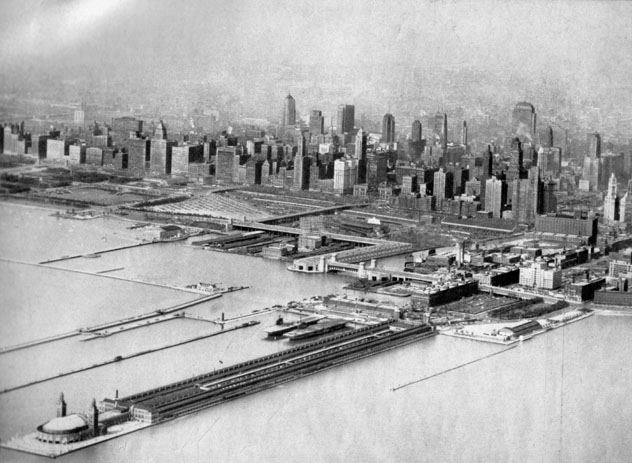 An aerial view of Chicago's Navy Pier in 1943. Note the two aircraft carriers in the center of the photo.  (Photo: uicarchives.library.uic.edu)