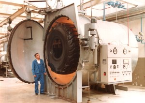 A truck tire that has been vulcanized in an autoclave. (Photo: Rubber Machinery World)
