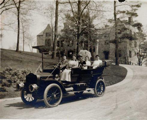 The First Family in a White Motor Company steam-powered auto. (Photo: Mary Baker Eddy Library)