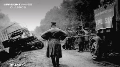 Pulling a truck out of a ditch during the 1919 convoy. (Photo: brooklineconnection.com)