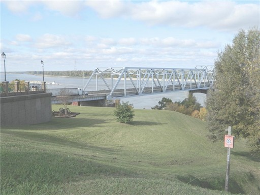 I-20 spans the Mississippi River between Louisiana and Mississippi. (Photo: Louisiana Department of Transportation and Development)