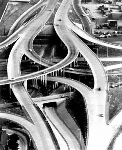An aerial view of the I-20/I-35 highways and various ramps in the early 1960s. (Photo: Federal Highway Administration)