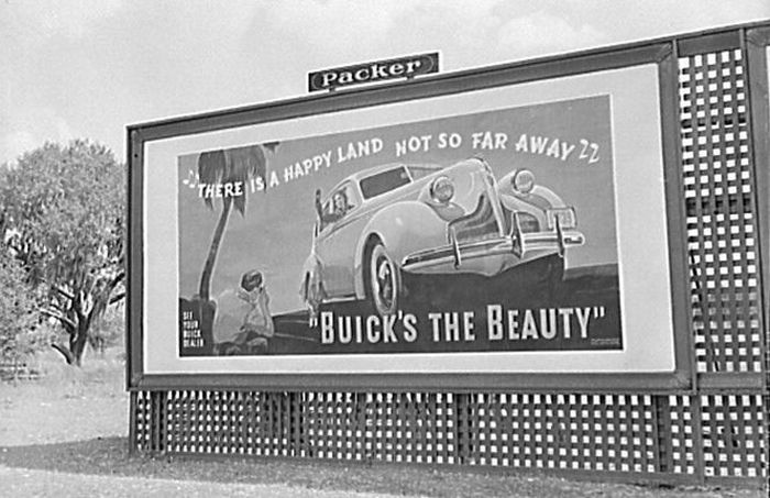 Another auto advertisement. (Photo: Library of Congress)