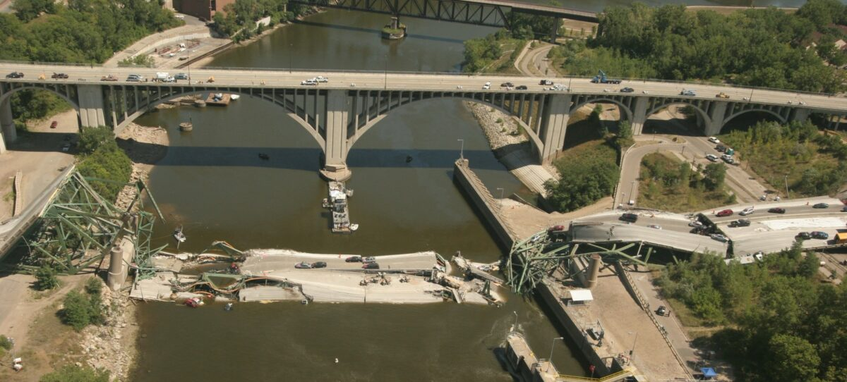 An aerial view of the I-35W bridge collapse. (Photo: wje.com for Minnesota Department of Transportation)