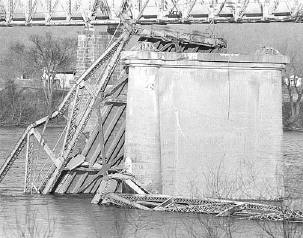 Remnants of Silver Bridge following its 1967 collapse.  (Photo: corrosiondoctors.org)