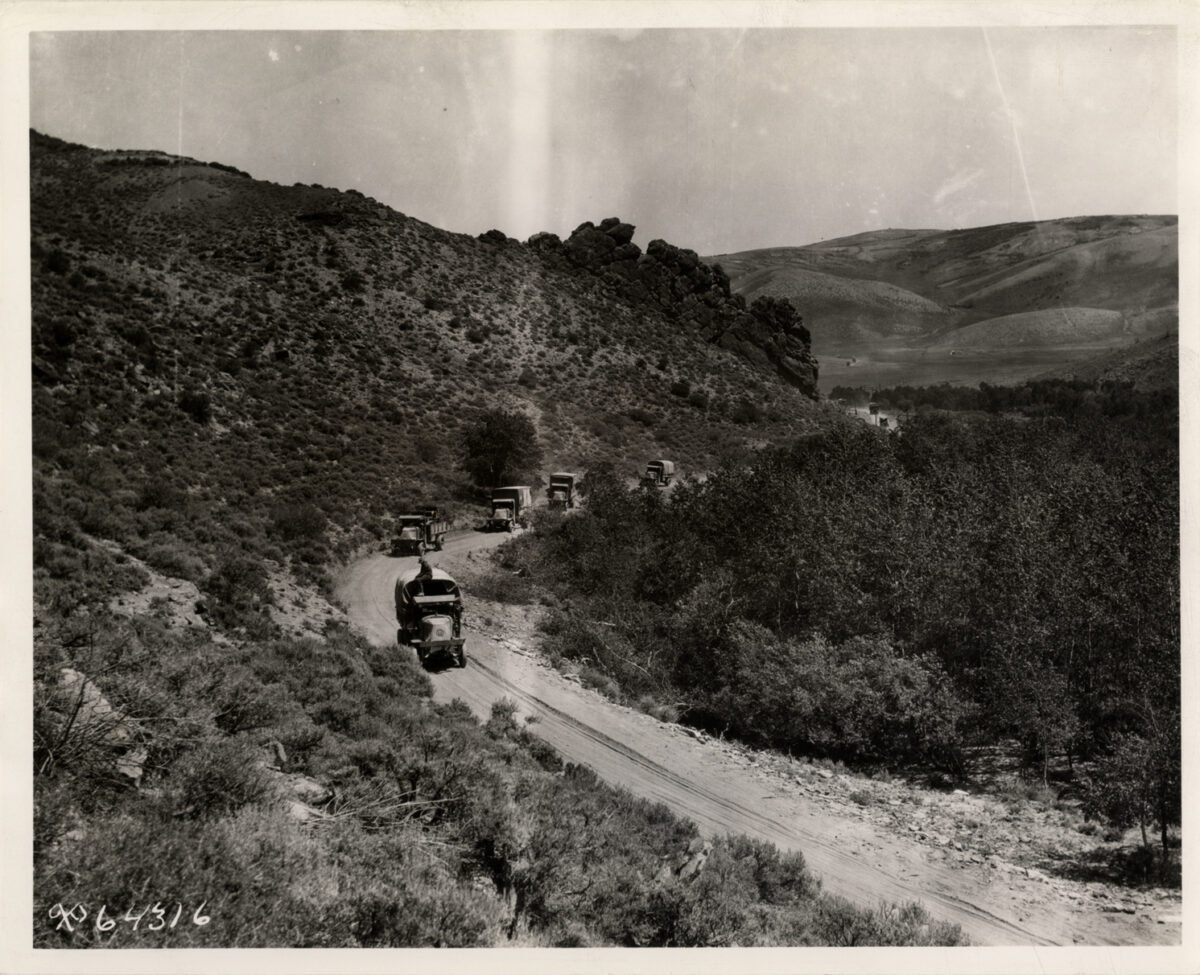 """The Transcontinental Convoy traveling on the """"Lincoln Highway."""" (Photo: Detroit Public Library Digital Collection)"""