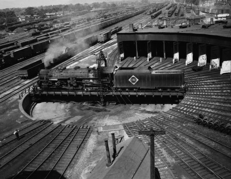 An Erie Railroad turntable in a railyard. (Photo: Western New York Heritage)