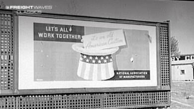 A patriotic billboard sponsored by the National Association of Manufacturers. (Photo: Library of Congress)
