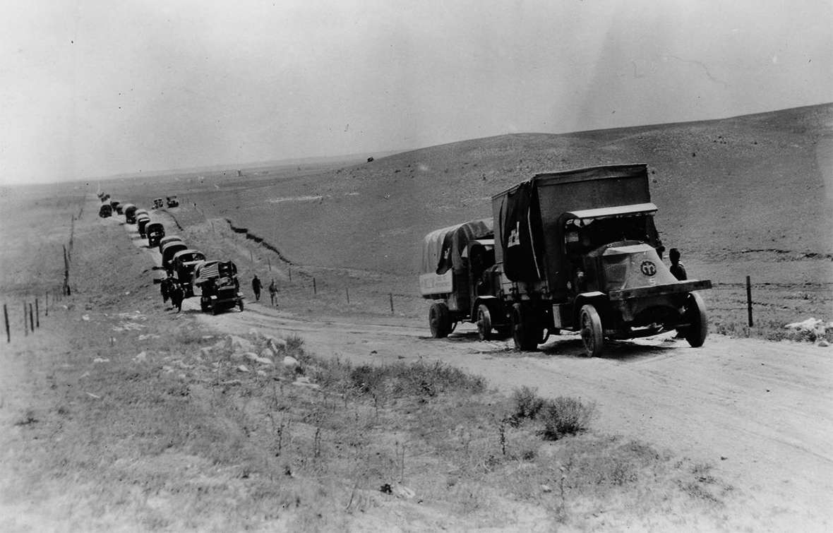 The 1919 convoy in Wyoming. (Photo: wyohistory.org)