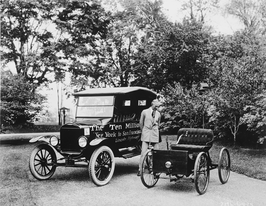 Henry Ford with the first Model T and the millionth Model T. (Photo: Library of Congress)