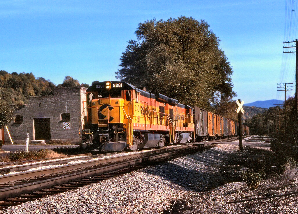A westbound Chesapeake & Ohio manifest freight enters the siding at Eagle Rock, Virginia during October 1983. (Photo: Rob Kitchen/American-Rails.com)