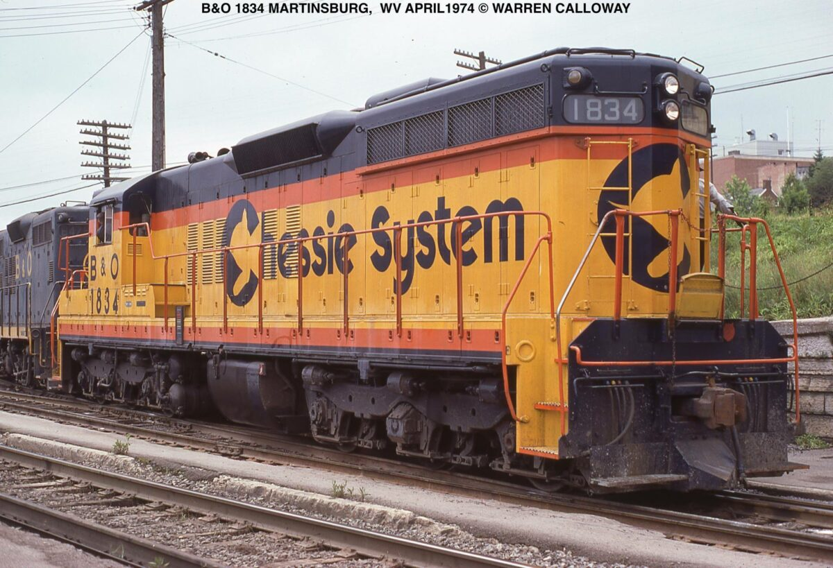 A Chessie System/Baltimore & Ohio locomotive in Martinsburg, West Virginia. It is moving off the main line and onto the Frog Hollow Branch in spring 1974. (Photo: Warren Calloway/American-Rails.com)