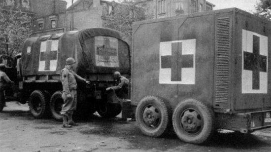 Fruehauf Trailer Company made many different types of trailers for the U.S. military. This one carries medical supplies. (Photo: singingwheels.com)