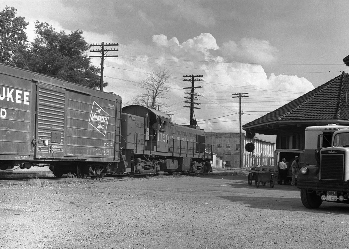 Gulf, Mobile & Ohio engine working local service is stopped at the depot in Tupelo, Mississippi during May 1965. (Photo: Bill McCoy/ Warren Calloway Collection/American-Rails.com)