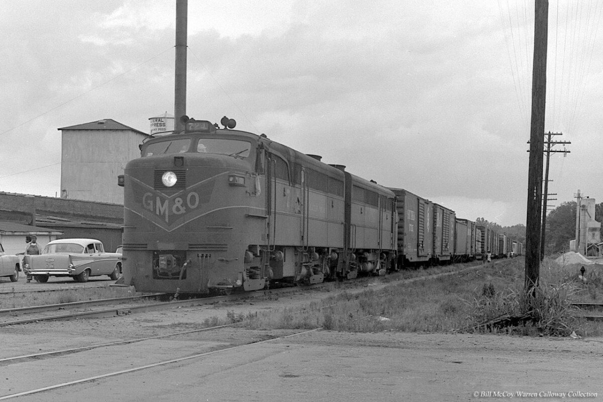A pair of Gulf, Mobile & Ohio locomotives pull a mixed freight at New Albany, Mississippi during May 1965. (Photo: Bill McCoy/ Warren Calloway Collection on American-Rails.net).