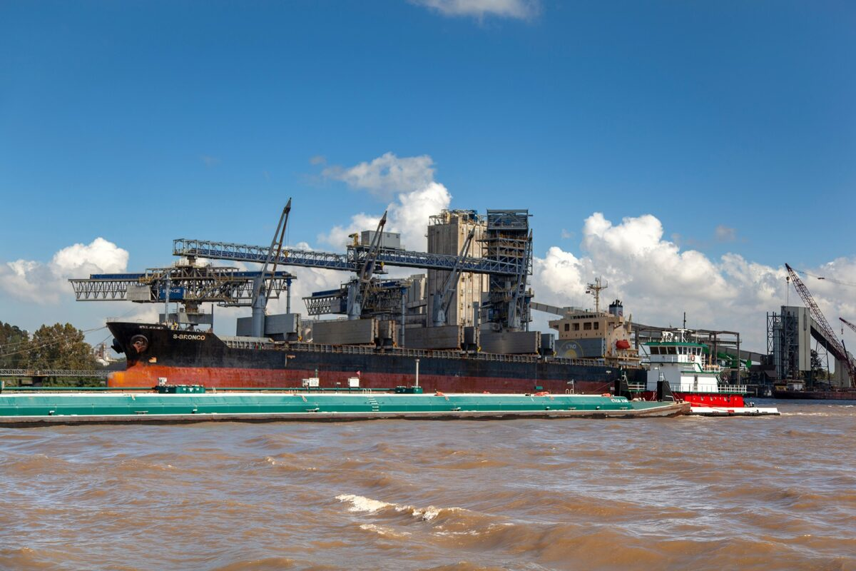 A tugboat moves a barge on the Mississippi River. (Photo: Port of South Louisiana Facebook page)