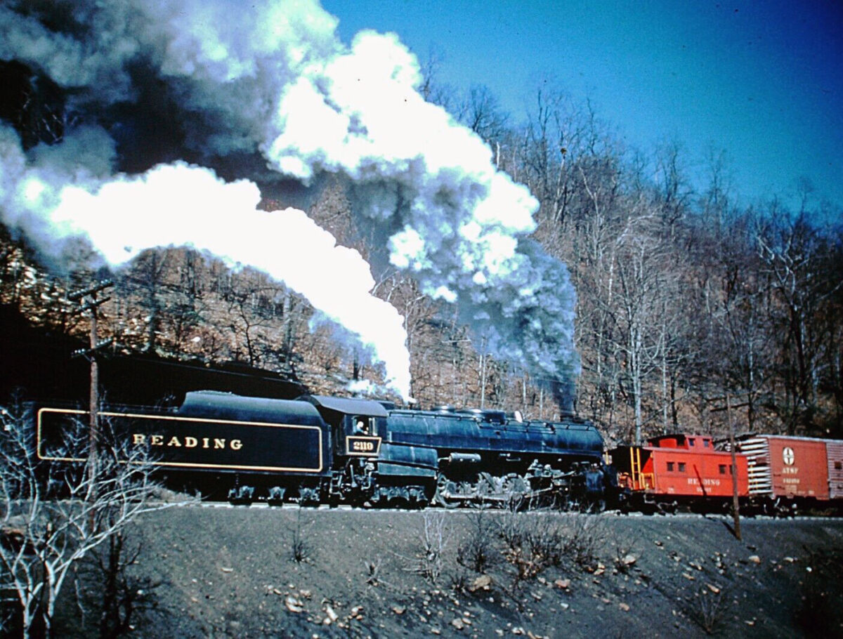 A Reading locomotive helps push a heavy freight. (Photo: American-Rails.com)