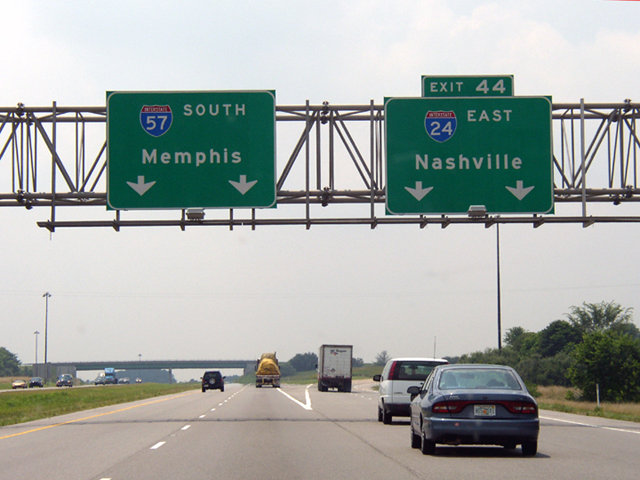 I-57 southbound at the split with I-24 East. I-24 angles southeast 46 miles to Paducah, Kentucky. (Photo: Chris Patriarca/interstate-guide.com)