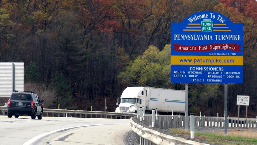 A welcome sign greets travelers entering the Pennsylvania Turnpike from the Breezewood exit. (Photo: turnpikeinfo.com)