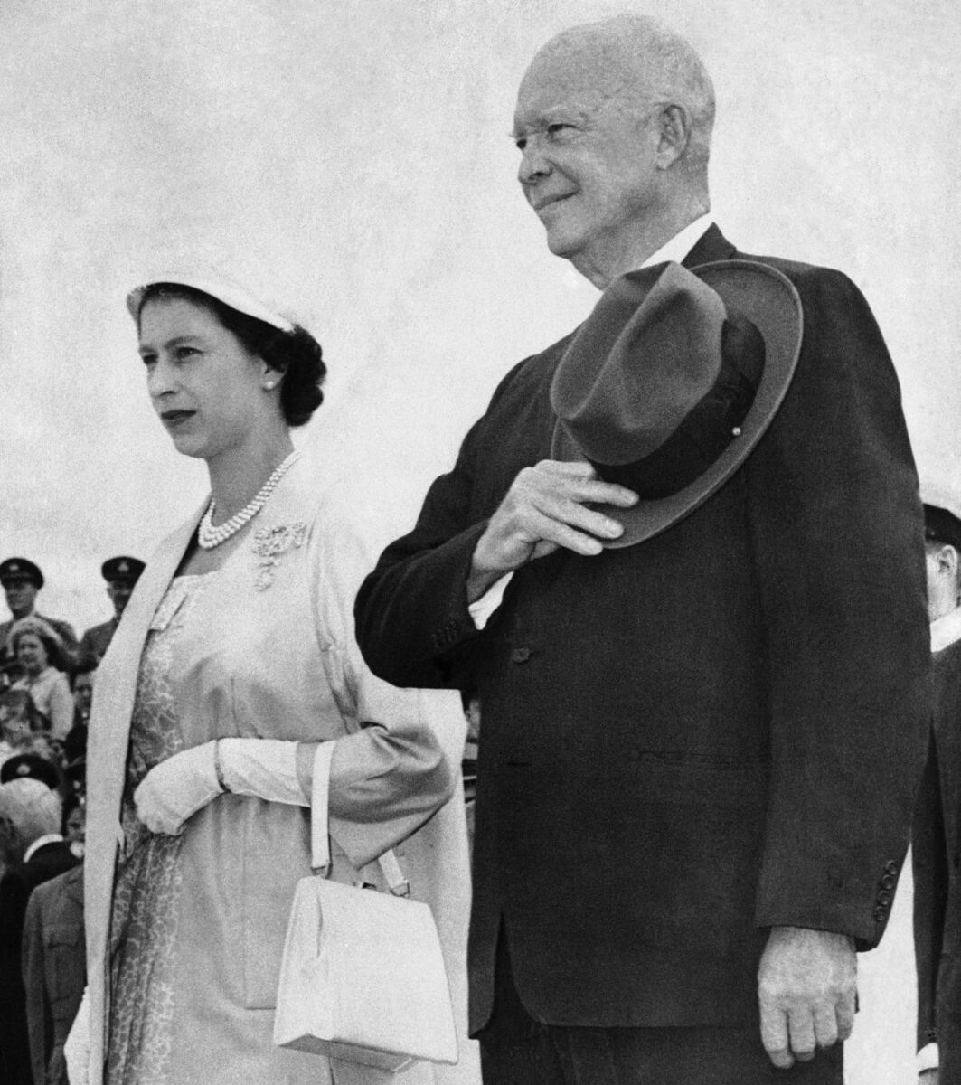 President Eisenhower and Queen Elizabeth at the Saint Lawrence Seaway dedication in 1959. (Photo: m.timegoggles.com)